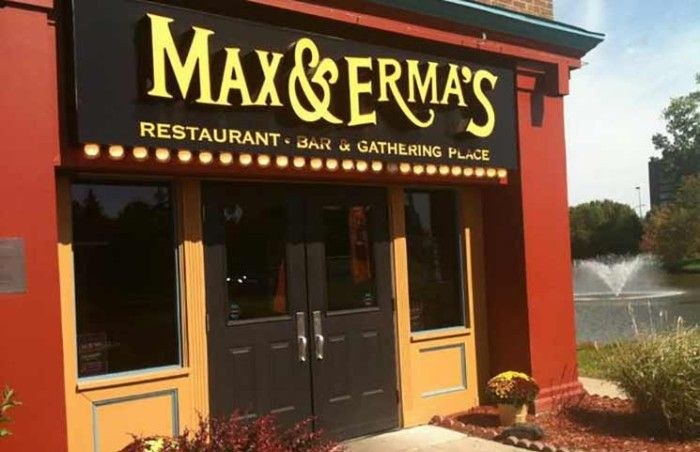 max and erma's restaurant - 700×452